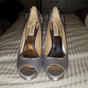 Badgley mischka silver satin crystal heels sz8